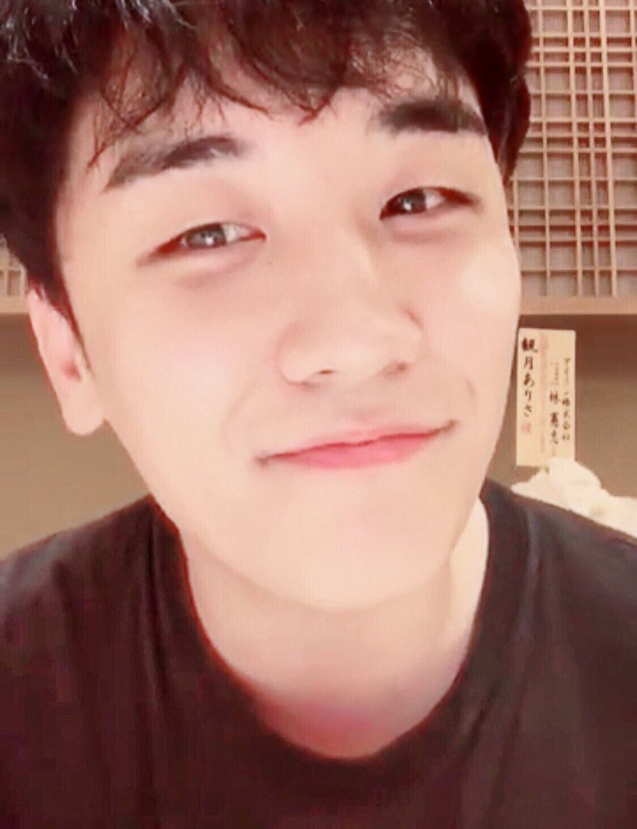 Seungri, I know this year was the worst, and I can't imagine the pain you went through alone, but I know your strength and I know you can overcome this, we'll all see that precious smile of yours again. My only wish is that you heal   #HappyBirthdayBRO  #WhereIsMyCandle<br>http://pic.twitter.com/DWMZ2tFfCH