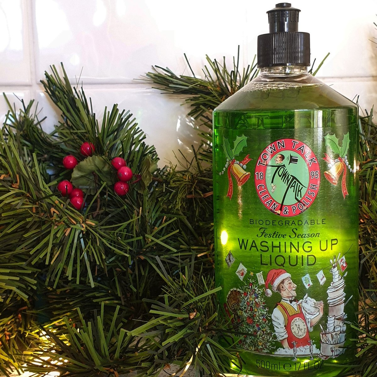 This festive season washing-up liquid will be sure to get everyone in the festive mood! It has a Christmas Clementines scent and will leave your dishes sparkling, so you'll be free to enjoy the celebrations! #Christmas #CleaningProducts #CleaningFanatic #GiftIdeaspic.twitter.com/fOGRRagmIB