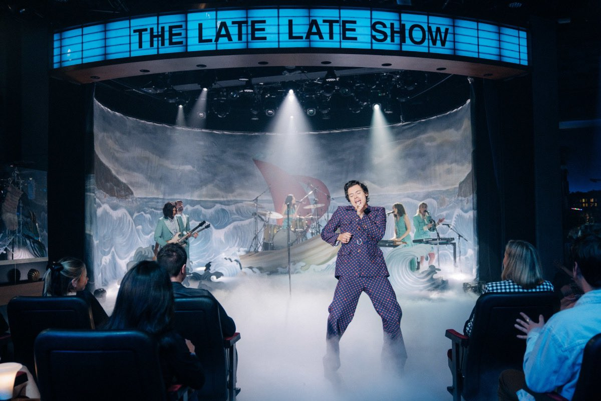 |Pictures| Harry hosting and performing on the Late Late Show last night! #HarryHostsLateLate (we don't own any of the pictures, credit goes to owner)