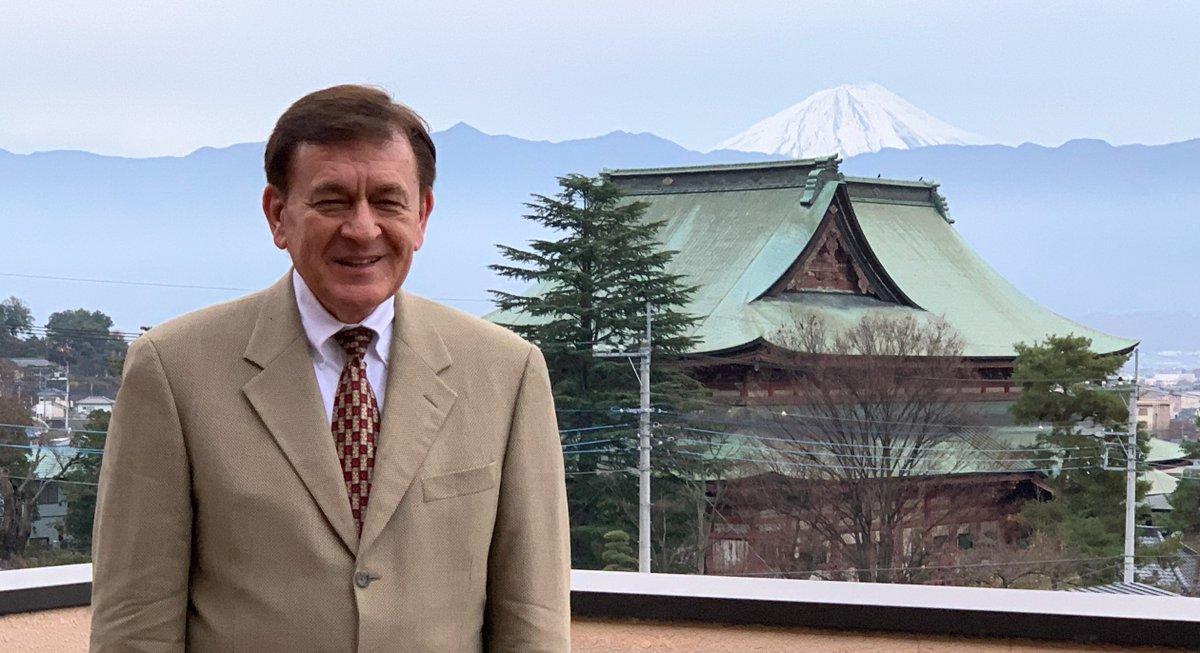 本日、講演会場から撮った甲府の善光寺と富士山。