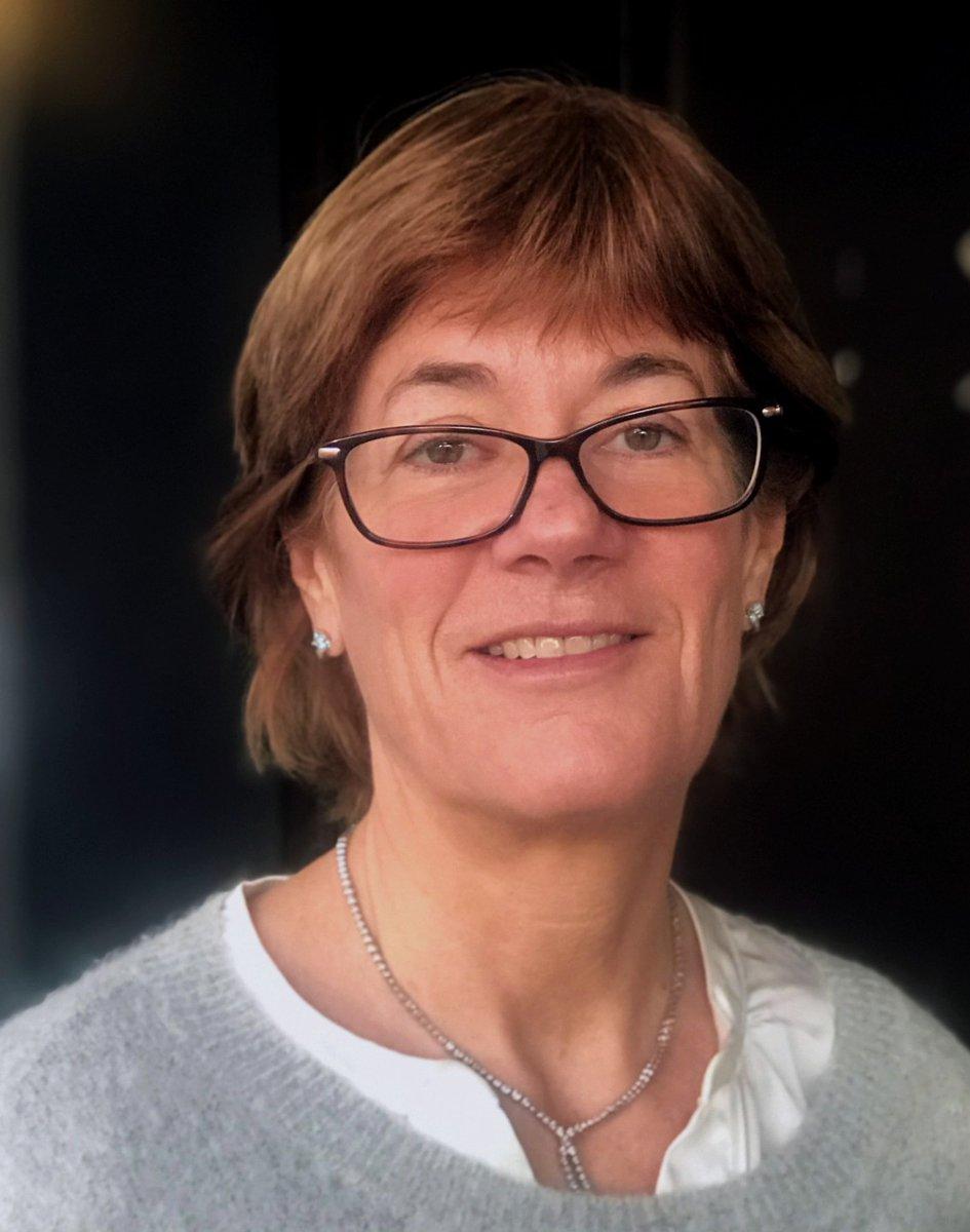 Første #ressursleder vi presenterer er Ann Sørum Michaelsen! Hun har vært skoleleder på Sandvika vgs siden 2006 og har lenge vært aktivt med teknologi i skolen gjennom eget arbeid og i bokutgivelser. Du kan lese om hennes tanker rundt utdanning på bloggen annmichaelsen.com