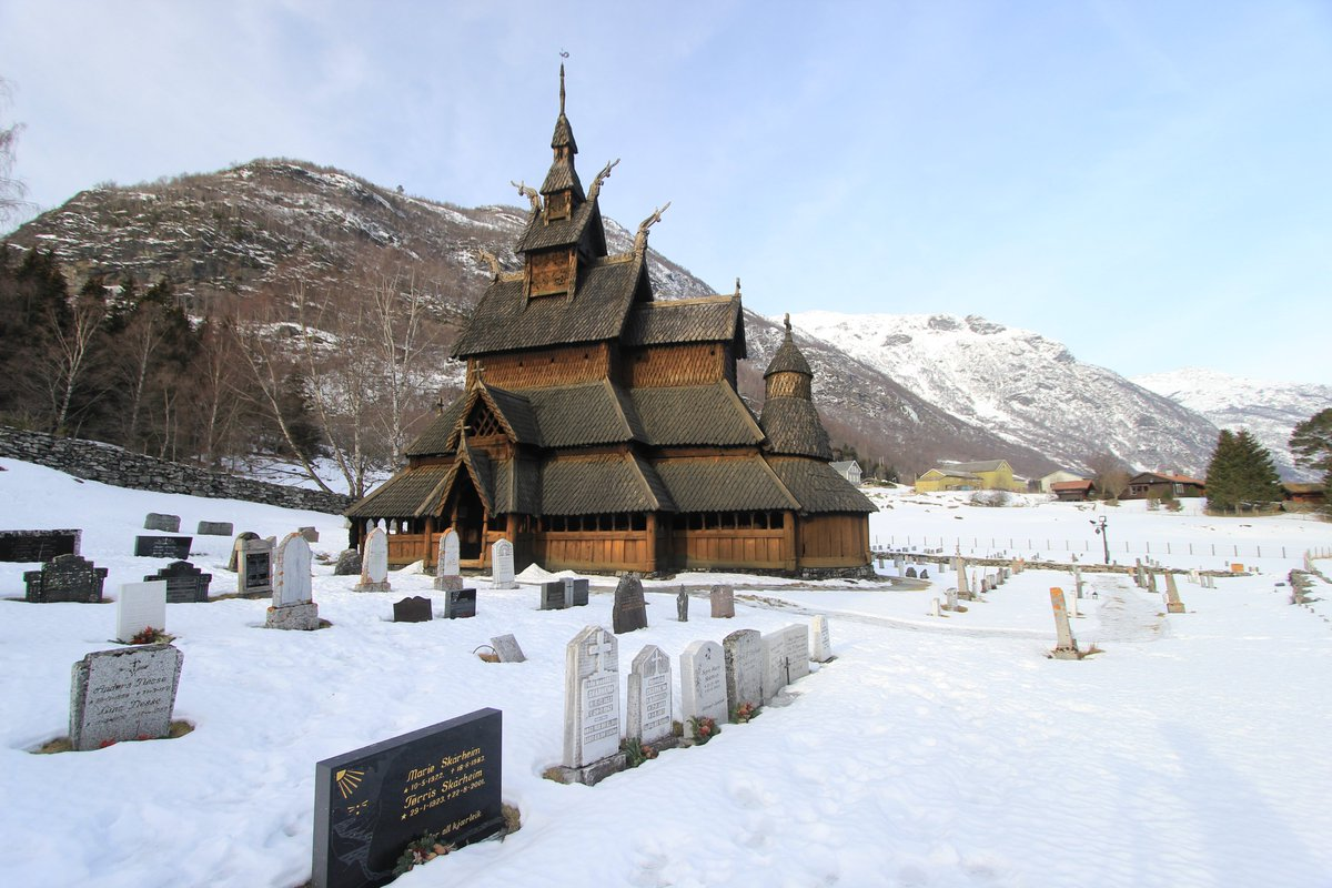 🔶We join today's #AnimalsInChurches with the Borgund Stave Church, in Norway 🇳🇴#WinterinChurches  #ReligiousHeritage #woodenarchitecture