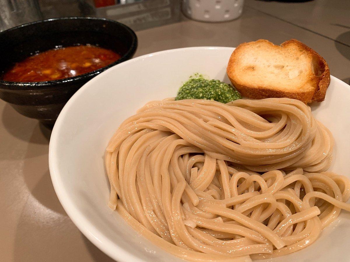 まじでこの世の全てのつけ麺好きに教えてあげたいんだが新宿の【五ノ神製作所】には全ての人間を虜にする禁断の海老トマトつけ麺がある。これがバジルも乗って超絶美味いからぜひ全国のつけ麺好き、つけ麺を愛する者たち、つけ麺を憎む者たち、全てのつけ麺関係者に伝われ!