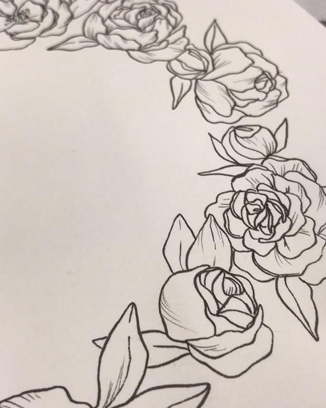 Working on some Rose wreaths- here's a sneak peek!  . . . . #print #pattern #ink #doitfortheprocess #floralartist #artistsofinstagram #floralart #ihavethisthingwithflowers #artoftheday #emergingartist #botanicallinedrawing #linedrawing #botanicalillustration #artofinstag…pic.twitter.com/JKErEhA9G9