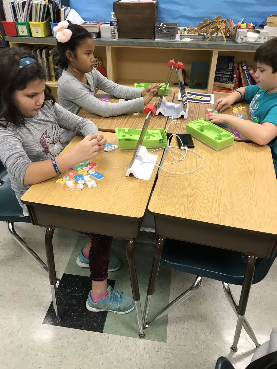 Hour of Code <a target='_blank' href='http://twitter.com/APSKenmore'>@APSKenmore</a>  was fun for all! Thanks to all who helped introducing computer science to the students of Arlington.  <a target='_blank' href='http://twitter.com/APS_CTAE'>@APS_CTAE</a> <a target='_blank' href='https://t.co/LCB7g21WXB'>https://t.co/LCB7g21WXB</a>