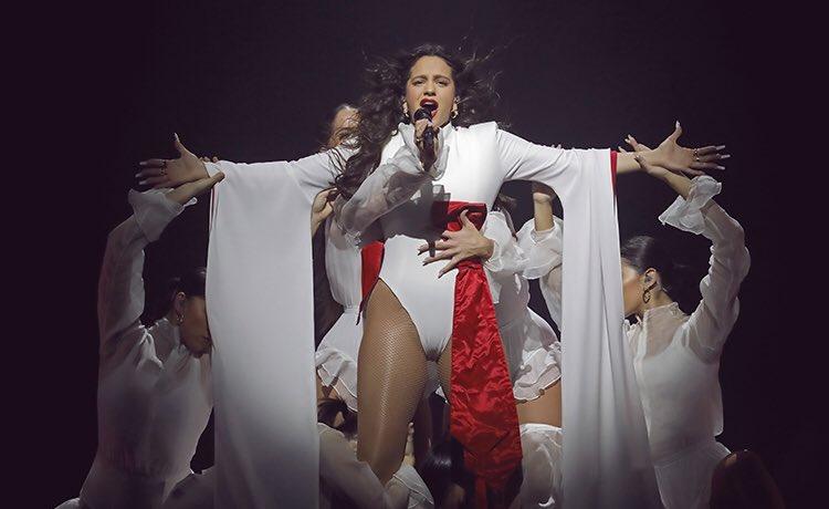 """""""El triunfo de una visión"""". Analizamos el imponente concierto ofrecido ayer por @rosaliavt en el @WiZinkCenter. """"Una visión que puede con todo"""". Por @diegorubio1992 https://www.binaural.es/cronica/cronica-rosalia-en-madrid-wizink-center-10-de-diciembre-de-2019/…"""