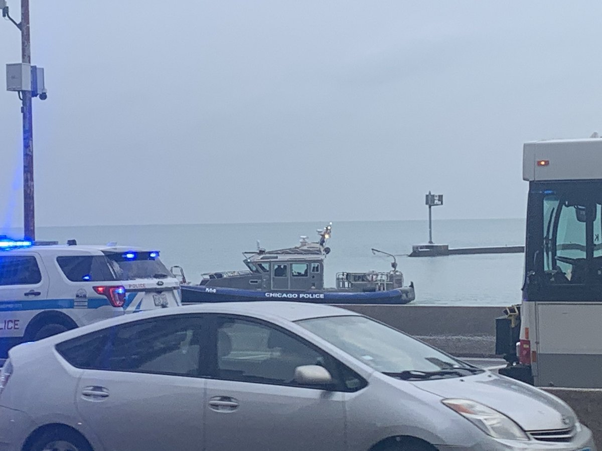 #BREAKING: Crews on scene after truck slides off Lake Shore Drive into Lake Michigan near Oak Street Beach. @CFDMedia Scuba team, @Chicago_Police, medics & more all on hand. Traffic delayed considerably. CLICK FOR MORE FROM @cbschicago: chicago.cbslocal.com/2019/12/11/veh…