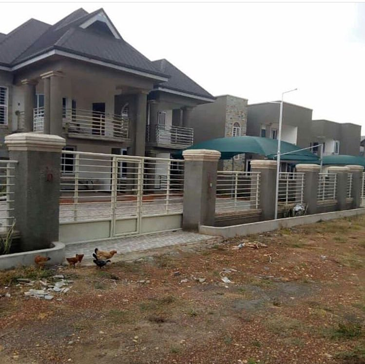 KUMASI: The fastest growing real estate city in the whole of gh  now  House for sale BUOHO , near Suame-maakro 9,000,000 Gh  #RealEstate <br>http://pic.twitter.com/oYRG5gemw8