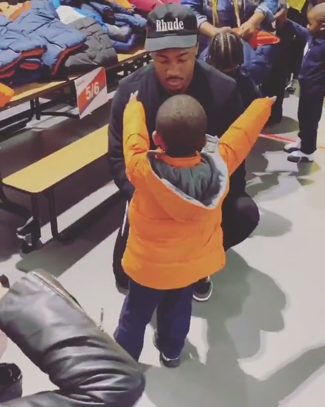 Stefon Diggs gives away 300 winter jackets to kids 👏  Stefon Diggs is a good dude 👍