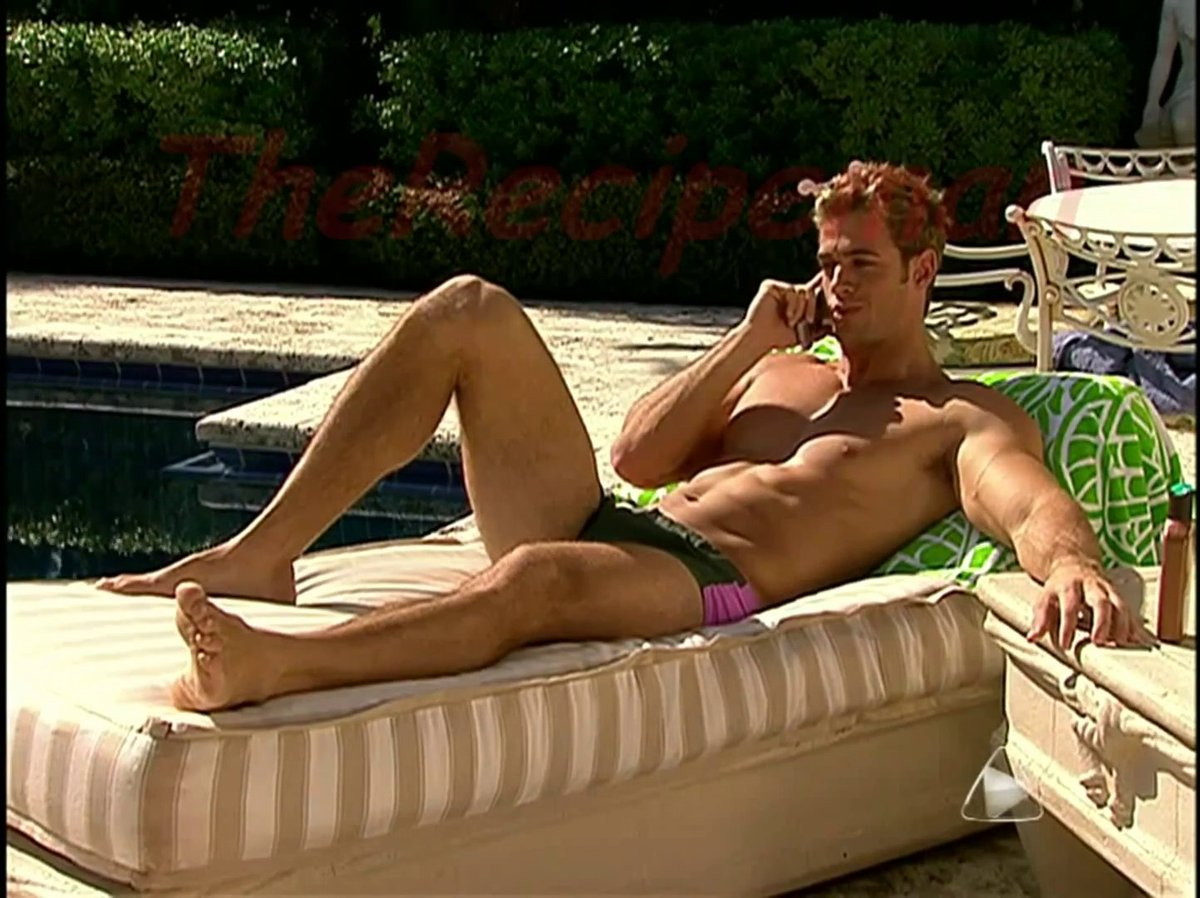 This is the reason why desperate housewives watch telenovelas! Hot William Levy and his sexy feet!