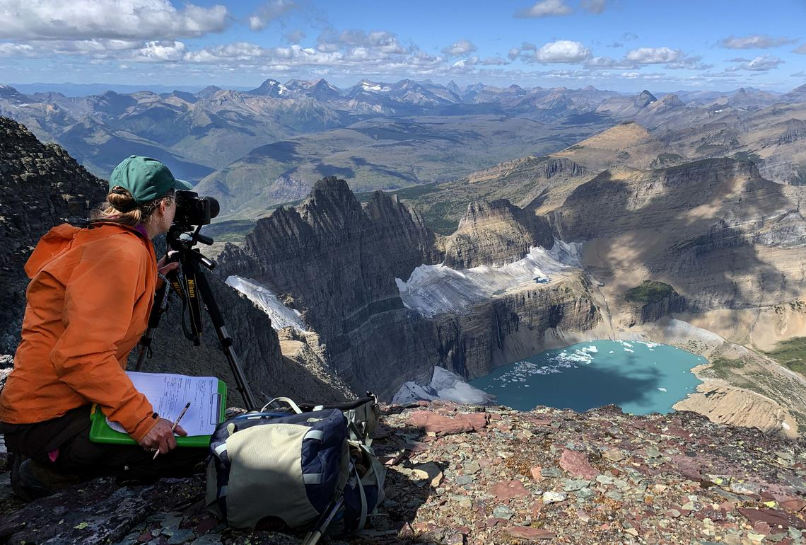Dec 11 is International Mountain Day. It is to create awareness about the importance of mountains to life. for more info visit: http://ow.ly/QhY850xwQsA  For more info on this photo: http://ow.ly/fWa450xwQGB  #USGS #Science #Mountains #NOROCK pic.twitter.com/TtBqB0yntB