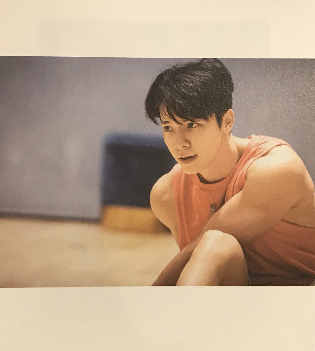 Maybe I should appreciate Donghae's shoulders today?  <br>http://pic.twitter.com/9S6GsAr5Fl