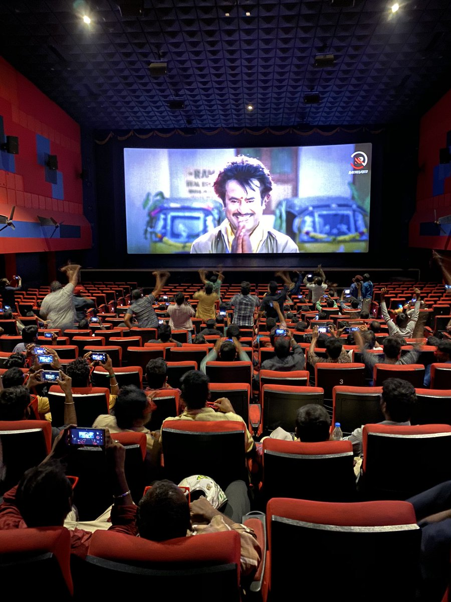 #HBDThalaivarSuperstarRAJINI  Show starts in VETTRI  Earth shattering response...!  Now wait for Bangalore audiences response tomorrow in Balaji Theatre  Will be mind blowing <br>http://pic.twitter.com/G21KC7F8Mp