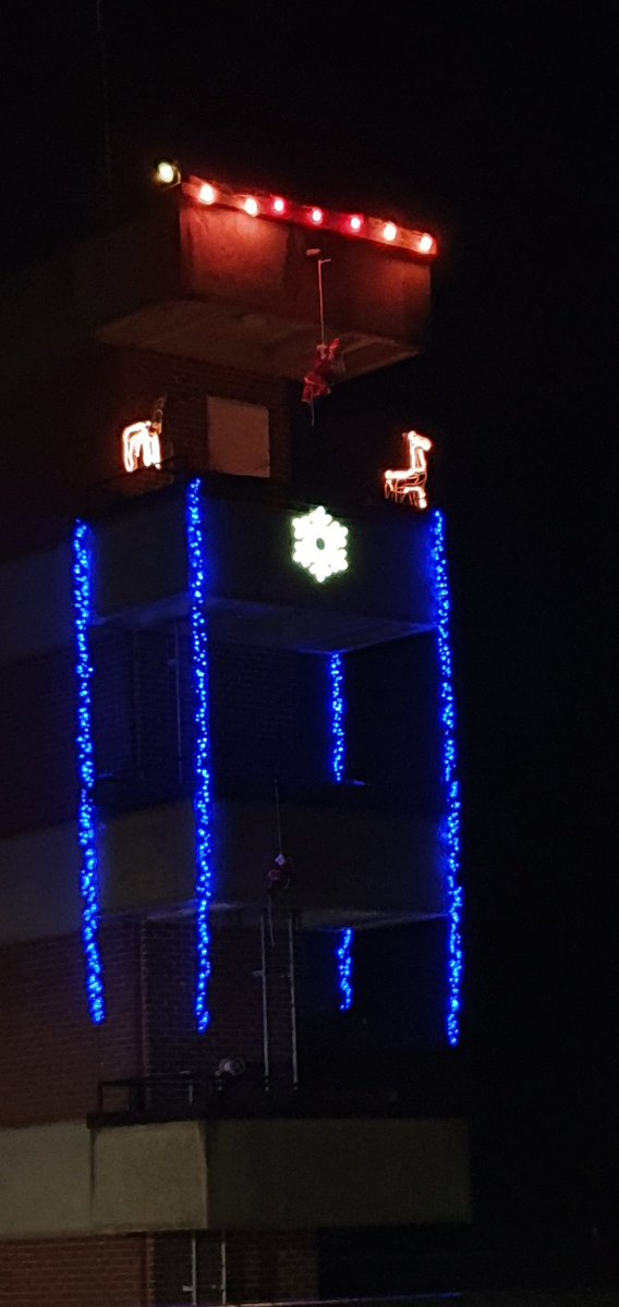 Xmas lights up.. thanks for the star @Homebase_uk horsham for your kind donation to our display. https://t.co/ywqno52Vjz
