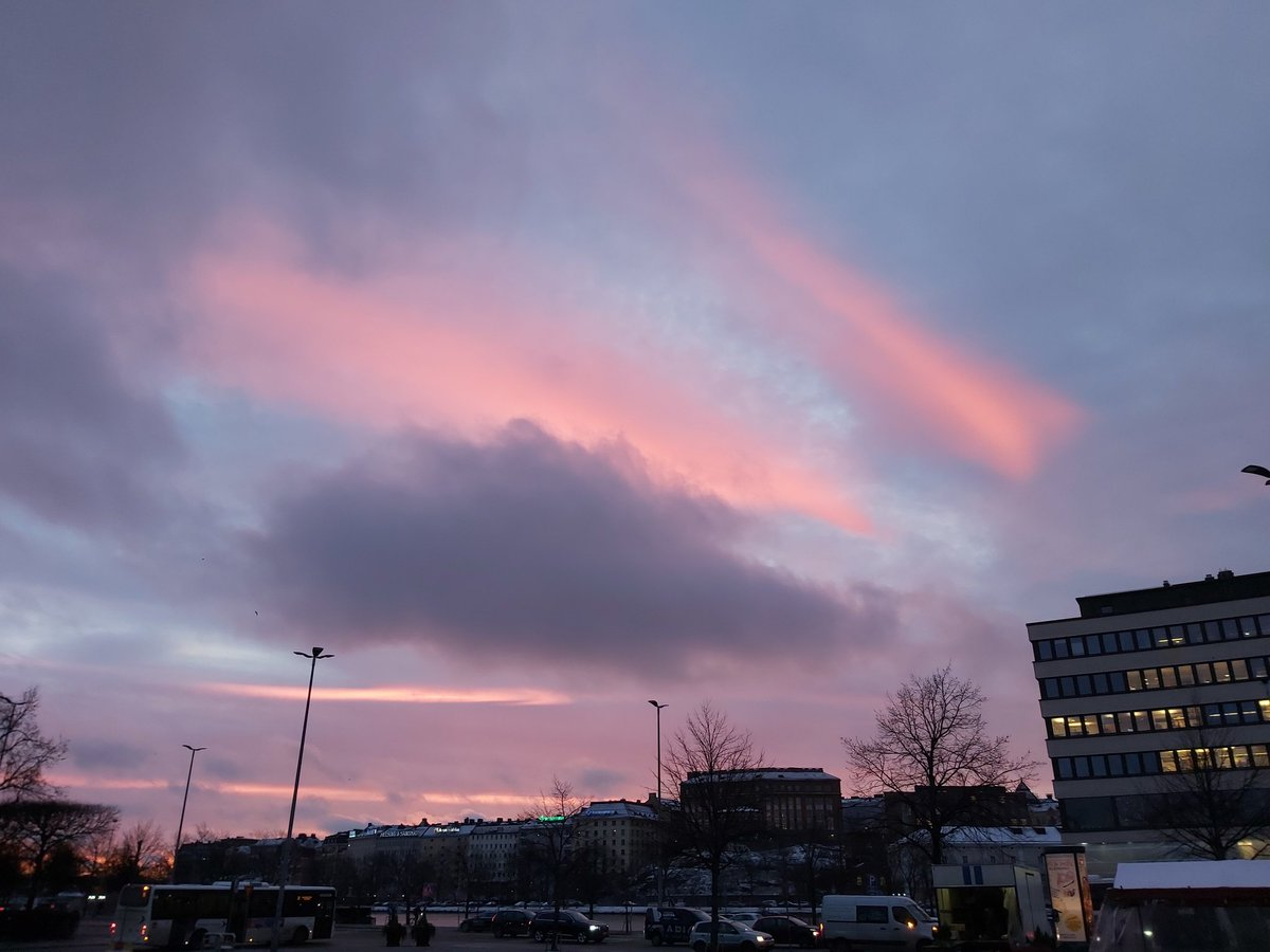 Sky at morning in Helsinki. #WednesdayWisdom<br>http://pic.twitter.com/zmLFDYJzO1