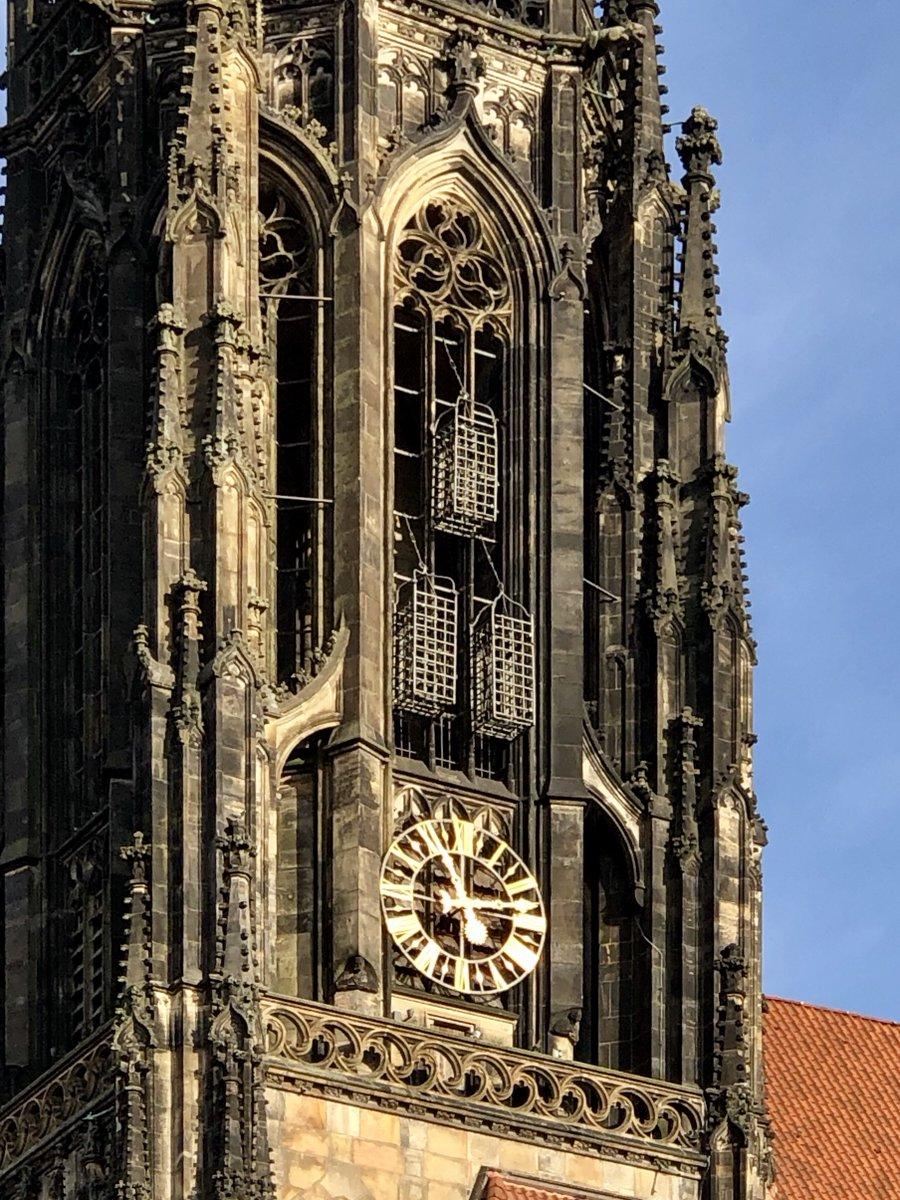"""""""... zur Warnung und zum Schrecken, dass niemand etwas Ähnliches in Zukunft versucht oder wagt.""""Das ist fast 500 Jahre her. Ich grübele, warum die Eisenkäfige noch immer an St. #Lamberti hängen.#Münster (2/3)#Täufer #Grausamkeit #Angst #Rache"""