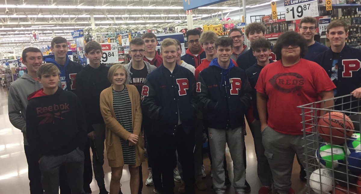 Great group of student-athletes out shopping tonight for Christmas families. #givingback <br>http://pic.twitter.com/OBpFORgRWm