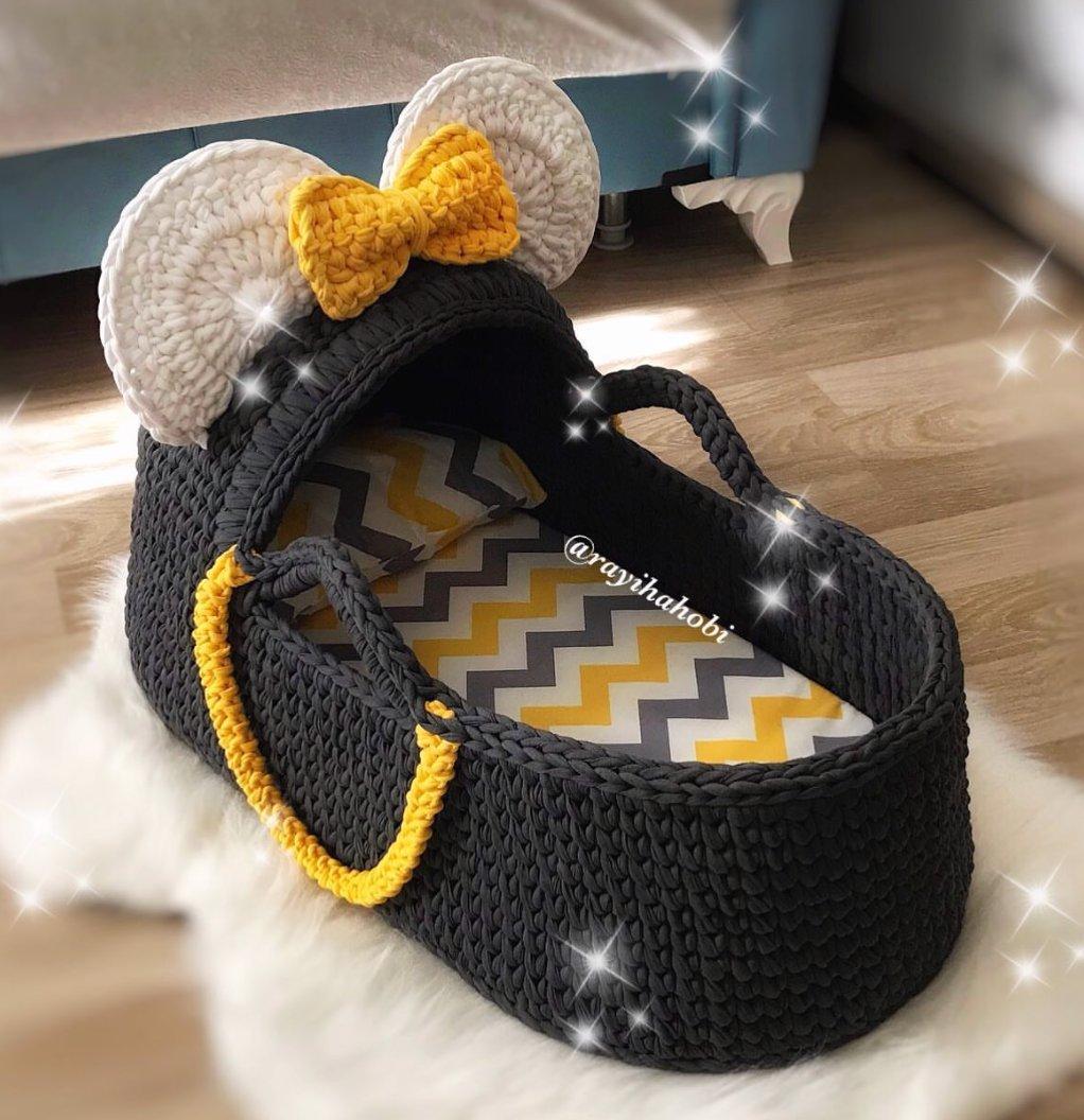 Mini Mouse Bassinet 😋⠀ .⠀ .⠀ .⠀ .⠀ 📸@rayihahobi .⠀ .⠀ #foxyyarnco #tshirtyarn #accessories #knitting #handmade #yarn #knit #yarnaddict #crocheting #crochetaddict #knittingaddict #yarnlove #yarnhoarder #crochetlove
