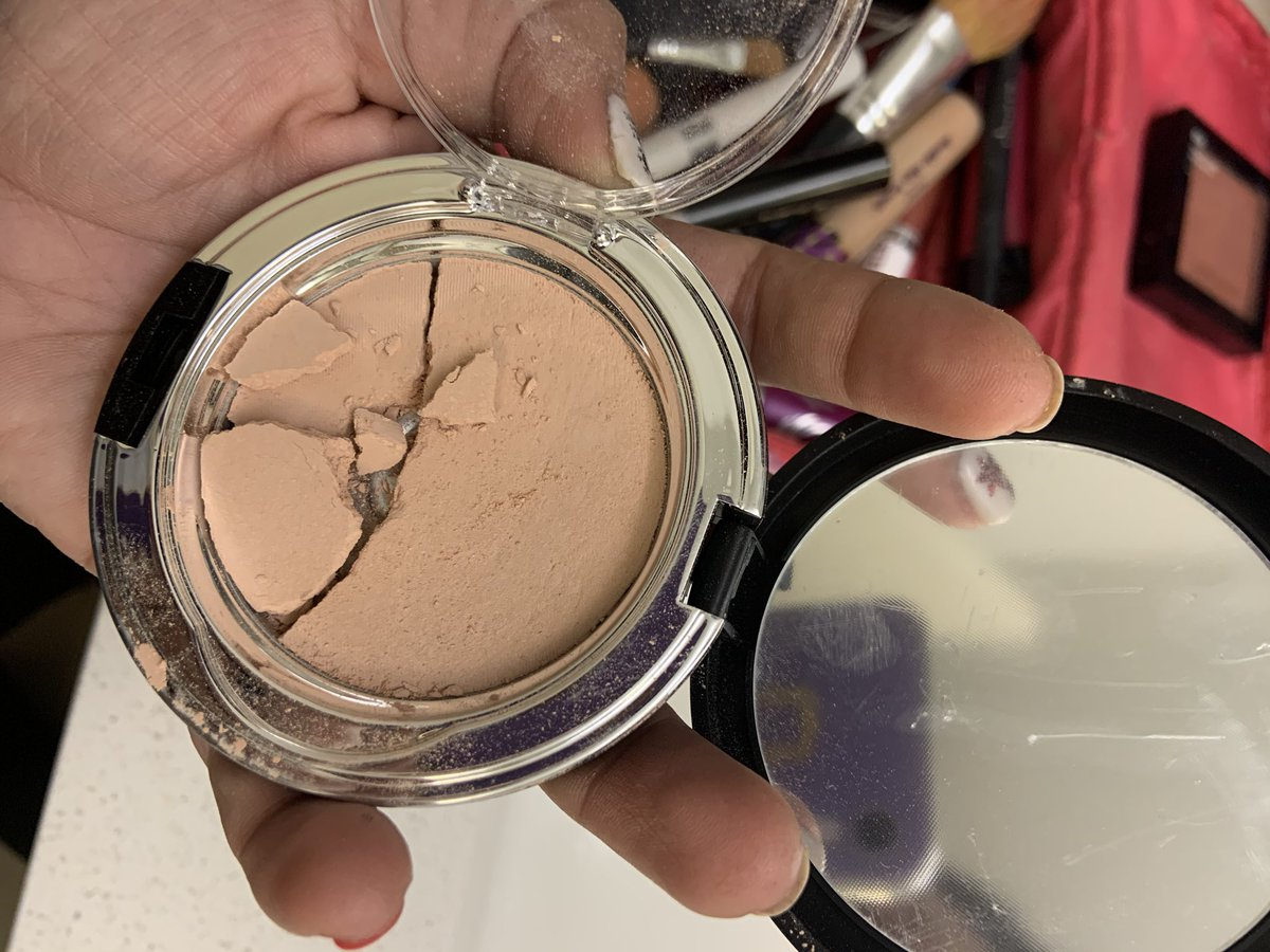 The best powder I've EVER used is @Younique_Corp ...but how come they all shatter?! It's never even left my make-up bag in my bathroom. The last 4 I've gotten did that! Anyone else have this issue? I don't want to switch brands but I end up throwing them out 😞 #makeup #help