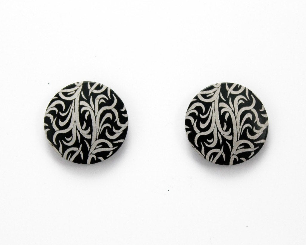 #MadeInAmerica Excited to share the latest addition to my #etsy shop: Handmade Circle Floral Leaf Magnetic Aluminum Earrings  #jewelry #earrings #silver #buttonearring #magneticearring #nonpiercing #blackandsilver #leafpattern #clipearring