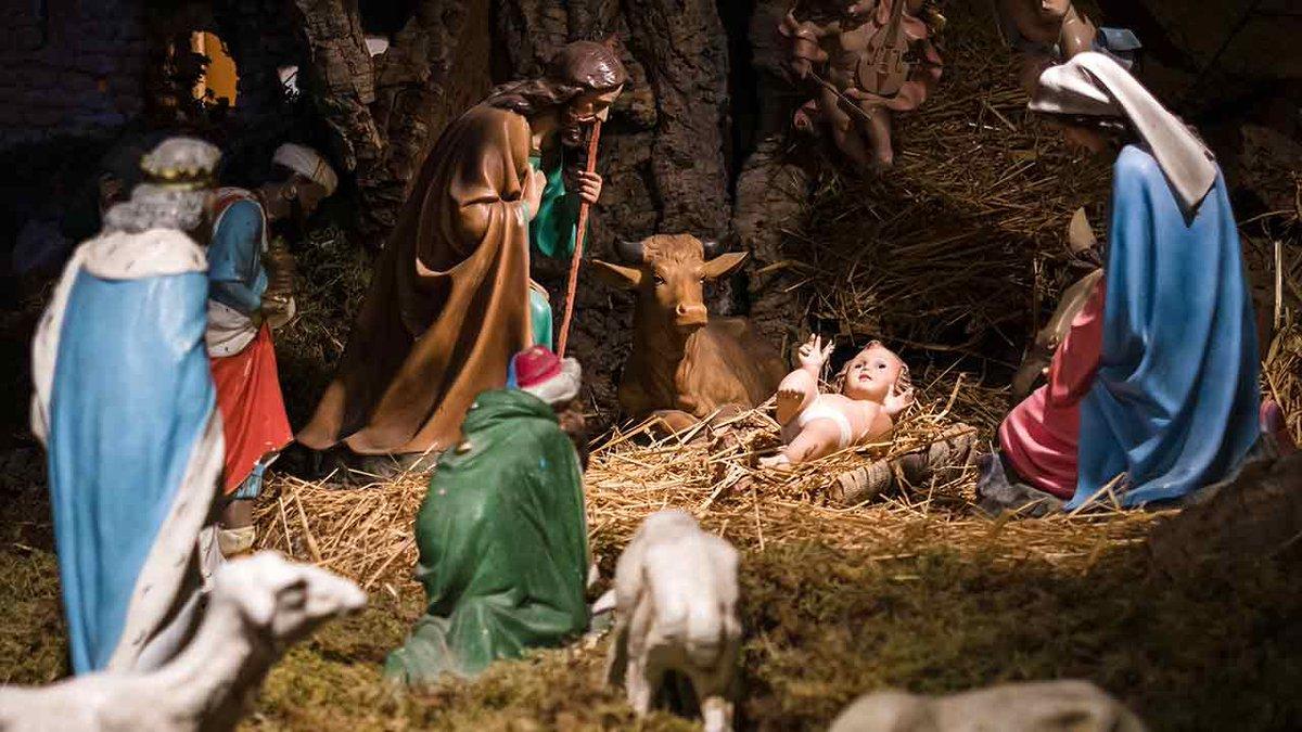 Preparação para os Doze Dias do Natal. — O mundo parece celebrar o Natal muito antes da data e, quando ela finalmente chega, todos param de celebrá-la. Mas com os cristãos deve ocorrer justamente o contrário. Entenda o porquê, com G. K. Chesterton: http://bit.ly/35eOOpA.