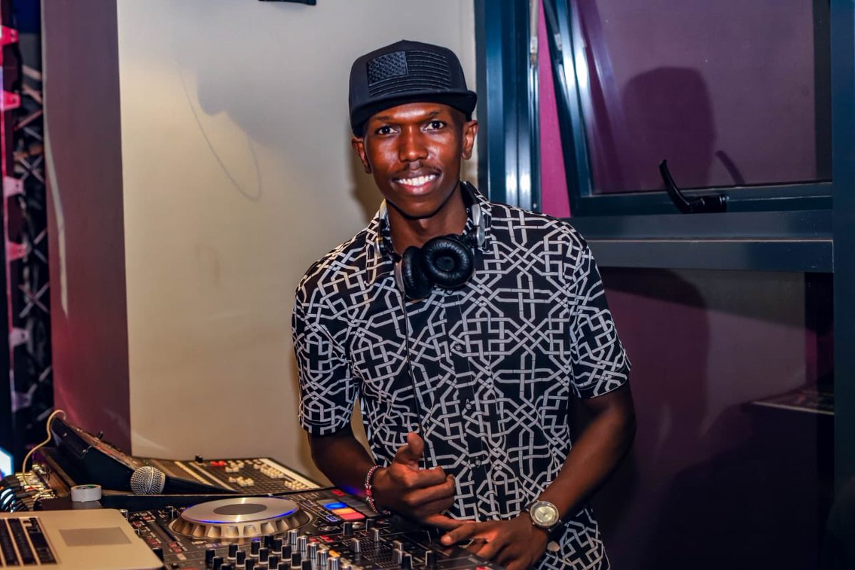 We had a BASH tonight with the Riiiigggghht Song! What a W this was!  cc @DJBashKenya @xclusivedeejay @Wdjay   #JWSongOfIce #JWSongOfFire  #HomeboyzRadioEvents<br>http://pic.twitter.com/xsSE0eFjY4