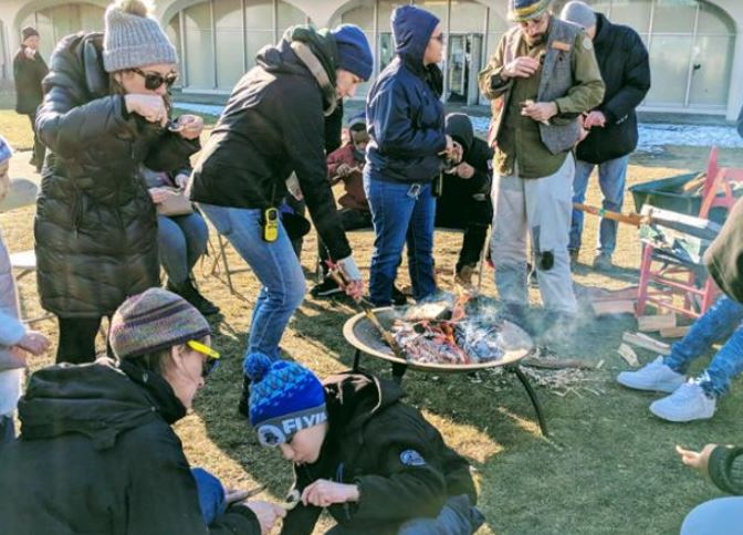 Well teach you how to build a campfire 🔥 and let you enjoy it with friends, family and neighbors at Nichols Park, 1355 E. 53rd St., today or tomorrow at Dawes Park, 8052 S. Damen Ave., from 6-8 pm. Its FREE. 👉ow.ly/Yarz30q15bb