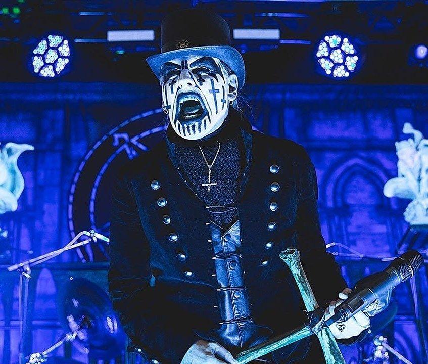 De acordo com o jornalista José Norberto Flesch do portal Yahoo!, King Diamond retorna ao Brasil no ano que vem. Segundo ele, o show será no dia 3 de maio, no Espaço das Américas, em São Paulo.  #kingdiamond #classicrock #rockclassico #rockandroll #heavymetal #metal #shockrock