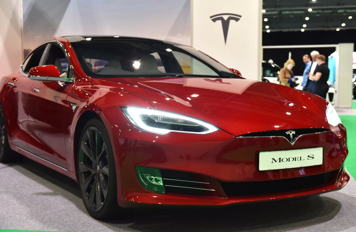 Jim Cramer turns bullish on Tesla — 'I'm a true believer'  http:// dlvr.it/RL6Smd     <br>http://pic.twitter.com/KjTN4MdBsU