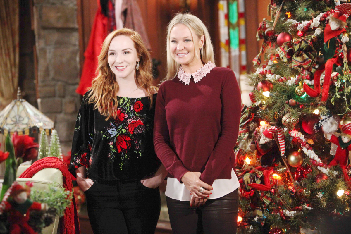 We're all smiles for the holiday season at #YR! 🎄Tweet a 🎁 back if you are too!