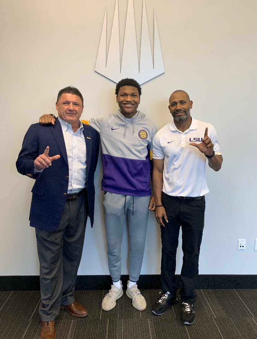 Great home visit with the Family Today #GeauxTigers  @Coach_EdOrgeron @LSUCoachRaymond<br>http://pic.twitter.com/YJOjzMmu3q