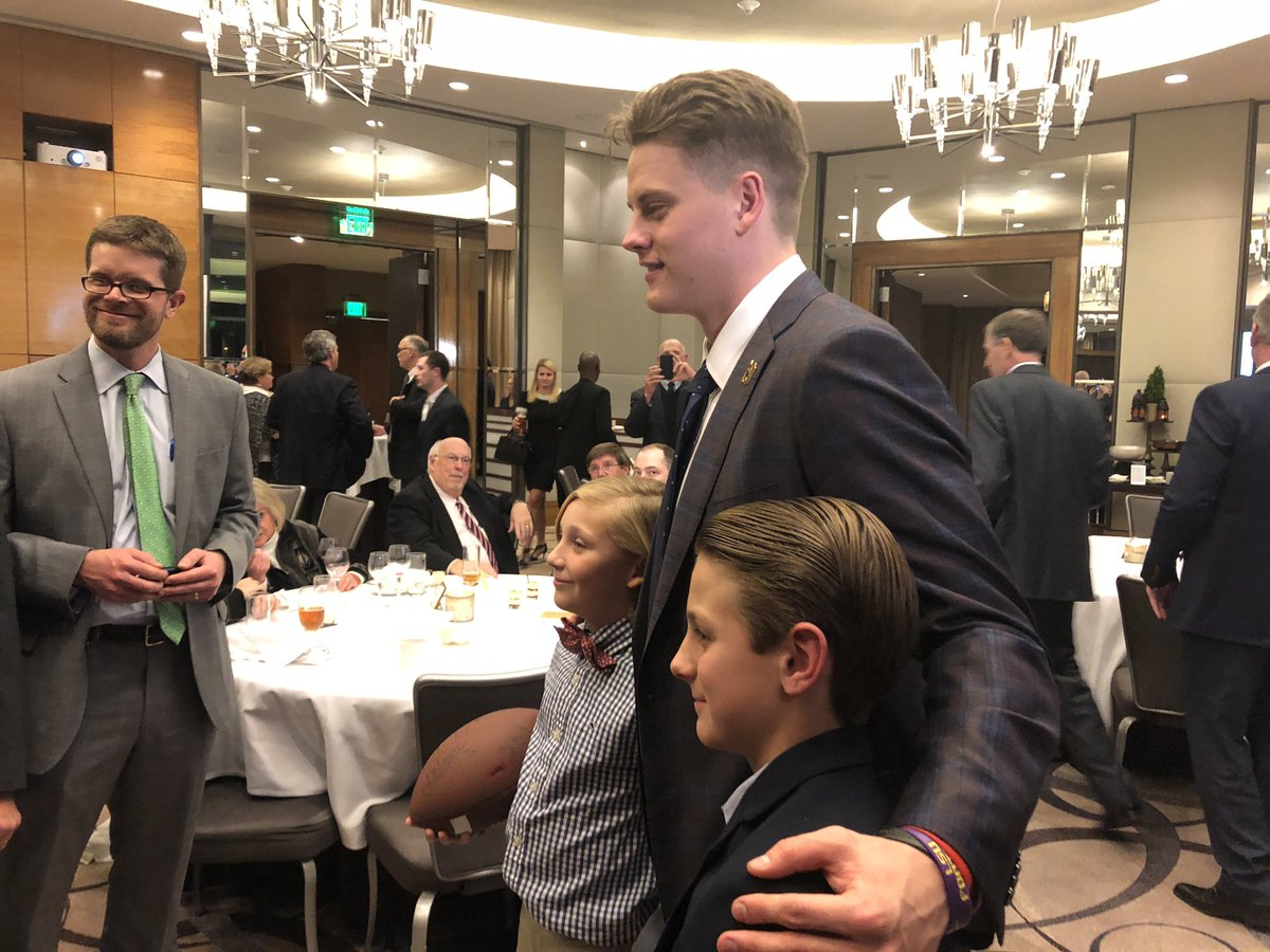 Class act: #LSU QB & soon-to-be Heisman winner @Joe_Burrow10 said yes to every photo, autograph & thanked each person, after being presented with Johnny Unitas Golden Arm Award tonight in Baltimore. Humble & hungry, it's hard not to root for this guy & @LSUfootball #GeauxTigers  <br>http://pic.twitter.com/Wg9k978o72
