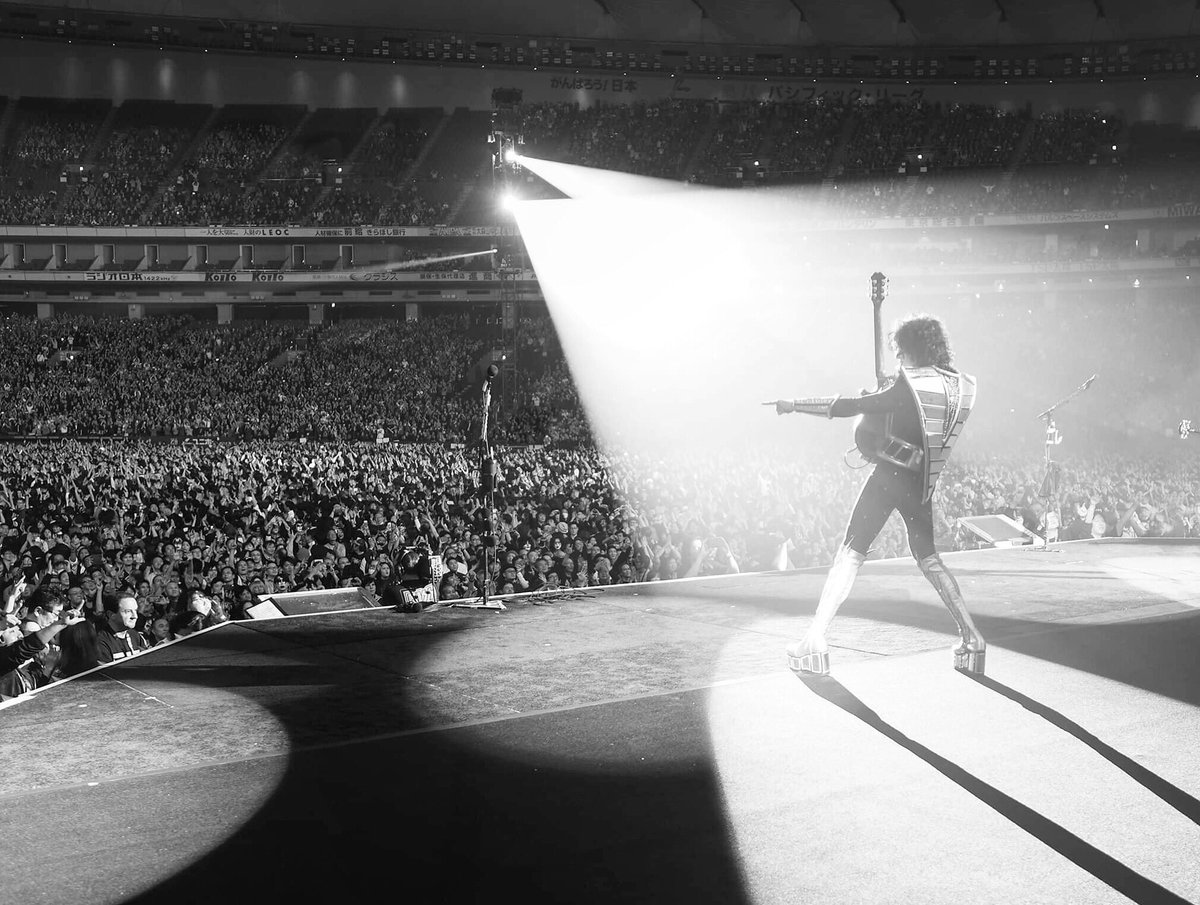 Amazing night at the Tokyo Dome @rosshalfin photo #kissendoftheroadtour
