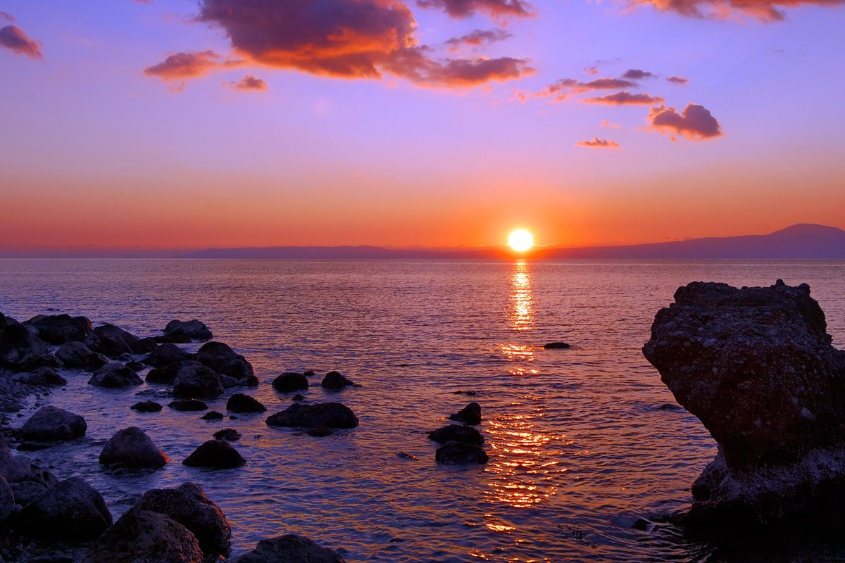 ... Greece sunset ... need I say more? <br>http://pic.twitter.com/hJ68BYgsqo