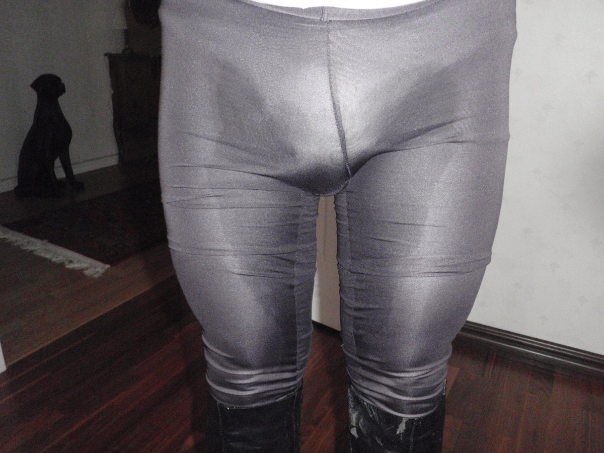 Opps, to small Diaper under Tighs and pantyhose.