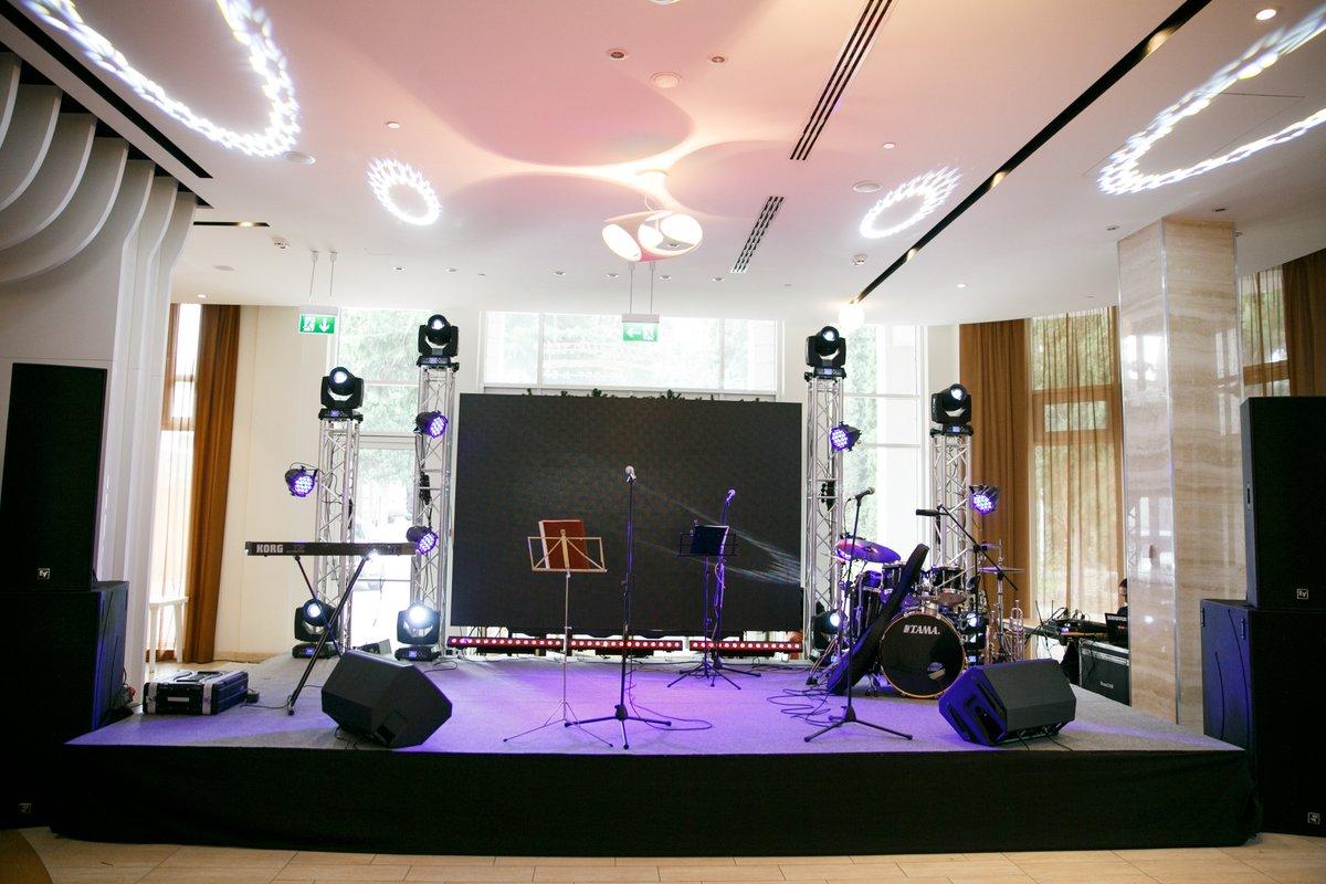 как фотографировать мероприятия фирмы на сцене украшения комнаты можно