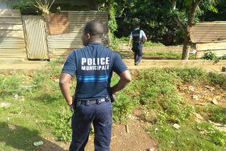 ⚫️#Mayotte : trois enfants de 4 ans retrouvés morts mercredi dans une voiture à #Combani dans le centre de Mayotte, peut-être de déshydratation⤵️https://la1ere.francetvinfo.fr/mayotte/tsingoni/trois-enfants-retrouves-morts-combani-commune-tsingoni-780685.html…