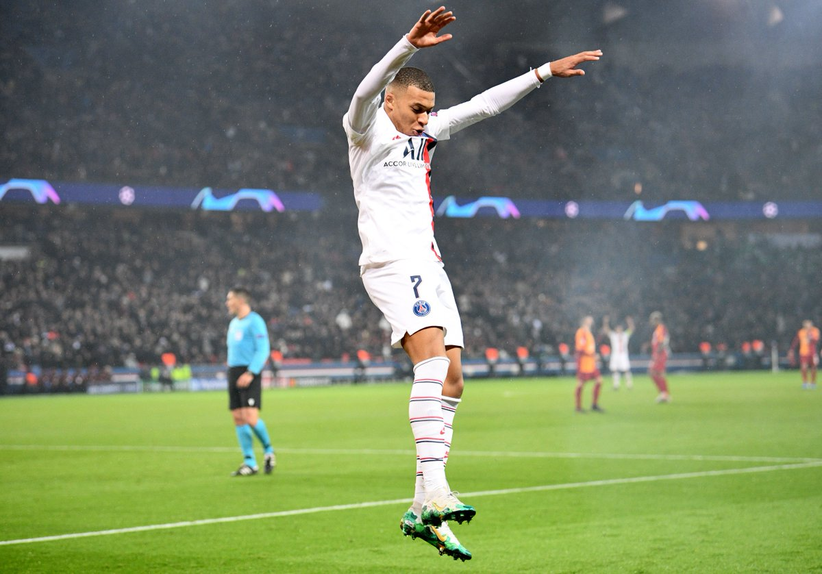 30 - Joueurs impliqués sur le plus de buts après leurs 30 premiers matches de Ligue des Champions depuis qu'Opta l'analyse (2003/04) : 🇫🇷 Kylian @KMbappe - 30 (19 buts, 11 assists) Luis Suarez - 29 . . . Roberto Firmino - 25 Neymar - 24 Harry Kane - 23 Bondy. 👑