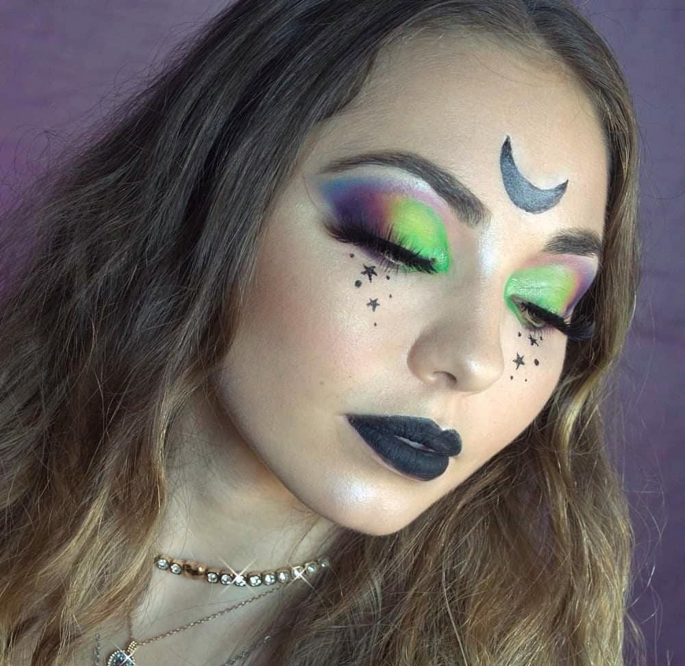 ALIEN WIKKA #primer @wonderlandfanz #eyebrows @MACcosmetics and @BenefitItaly  #eyeshadow @bhcosmetics Take me bake to the Brazil palette and green pigment @stargazerbeauty #Highlighting @nyx_italia #waterline  #makeup #Makeupartist #makeuplook #wikka #TikTok #TikTokGirls
