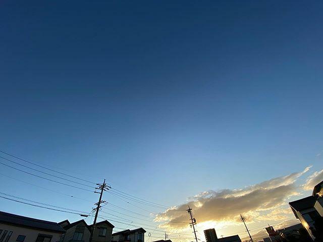 いい天気だけど寒っ! . #イマソラ #いまそら #ノンフィルター #ノーフィルター #青空 #あおぞら #bluesky #空 #そら #sky #雲 #くも #cloud #clouds #電線 #electricwire #electricwires #電柱 #utilitypole