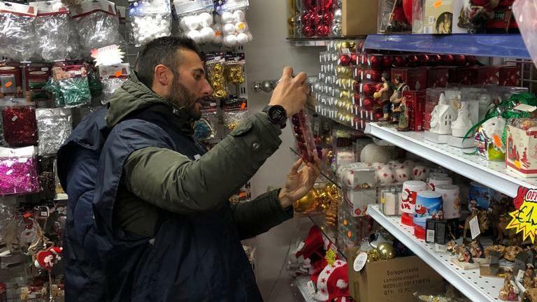 Natale cinese fuorilegge, maxi sequestro a un comm...