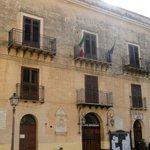Image for the Tweet beginning: Sciolto per mafia il Comune