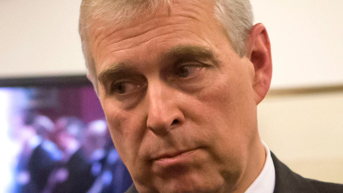 Duke of York resigns as Patron of York Minster Fund, which raises money to pay for building's restoration:  https:// bbc.in/2rDXyHl    <br>http://pic.twitter.com/KeLXL1BBh9