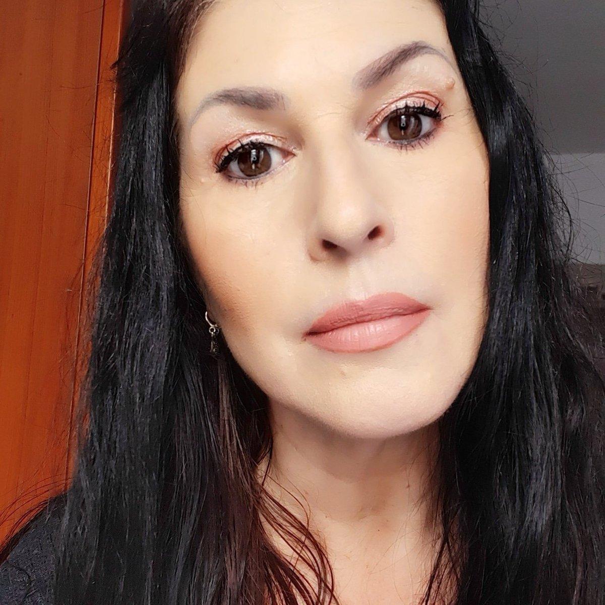 Appena arrivata la nuova tinta labbra #bananabeauty Prosecco Ready e matita labbra Caramelita,confortevole,vegan,con olii idratanti #BloggersTribe #blogginggals #RTingbloggers #ilovemakeup #makeupfanatic #makeuplook #FierceBloggers #fabbloggersRT