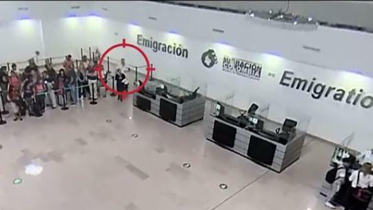 Arrestato in aeroporto con una neonata di pochi gi...