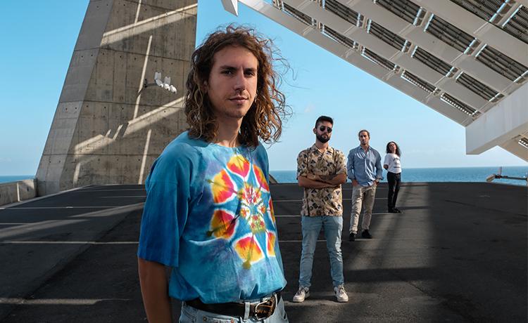 Hoy estrenamos en exclusiva el nuevo disco de Sons of Med, cuarteto barcelonés cuyo rockero sonido fusiona las esencias de grupos como Arctic Monkeys o Led Zeppelin. Streaming: https://www.binaural.es/exclusiva/estrenamos-en-exclusiva-el-nuevo-ep-de-sons-of-med/…