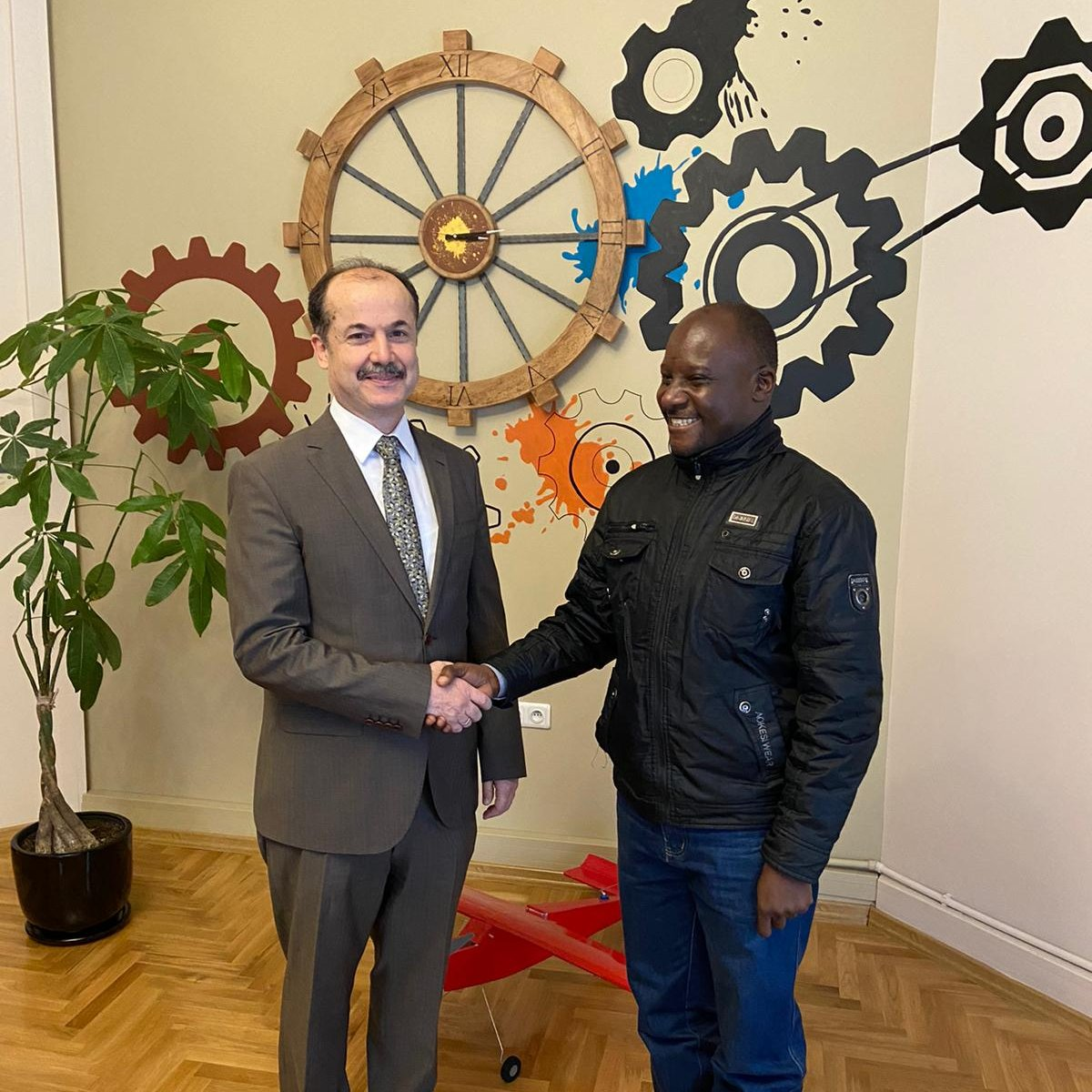 Within the context of @TABIP_EN, under the auspices of @tcbestepe and conducted by @yeeorgtr, president of the Yunus Emre Institute, Prof. Dr. @serefatess, held a meeting with Dr. Merit Kabugo from @MakerereU, regarding projects & collaborations at Ankara. #StayEmpoweredWithTABIP pic.twitter.com/J1zHOIKbi7