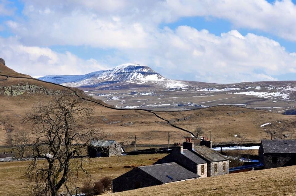A converted barn on a working farm in the #YorkshireDales, admire the views & enjoy the peace & quiet at Lundholme Farm Cottages! Winter availability: 6th Jan - 15th Feb 2020. 🛏️ Sleeps 1-10  #Ingleton #NorthYorkshire #Countryside #RuralRetreat #Winter