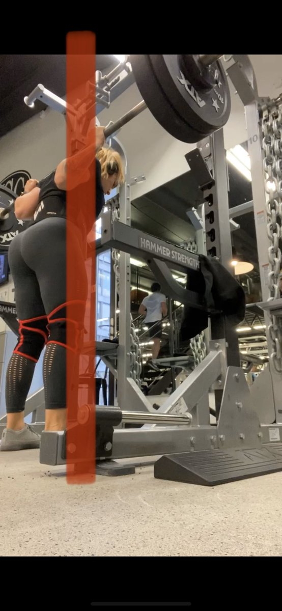Why is my torso leaning slightly forward? I shift this way weight distribution to the mid foot. That's the correct way to create straight bar path #squat #StrengthTraining #powerlifting  #science
