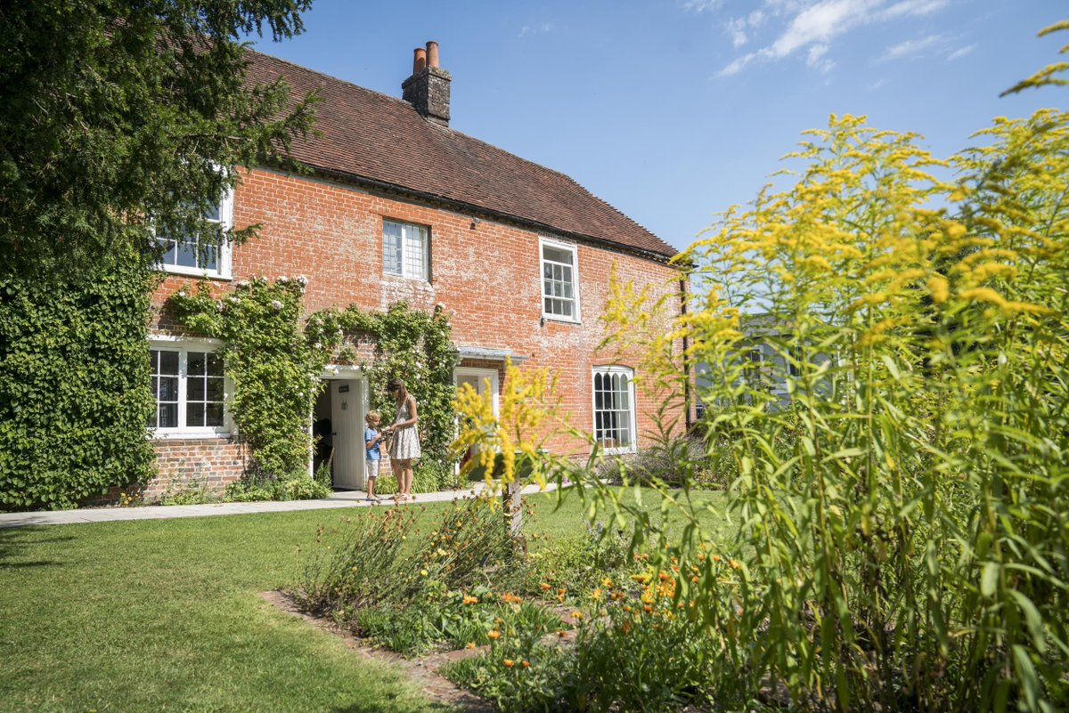 Don't forget to apply for the Director job at Jane Austen's House! Wouldn't you love to work at a place like this? Still a month to go until the deadline, get your applications in: buff.ly/2HLyFiZ #MuseumJobs #ArtsJobs